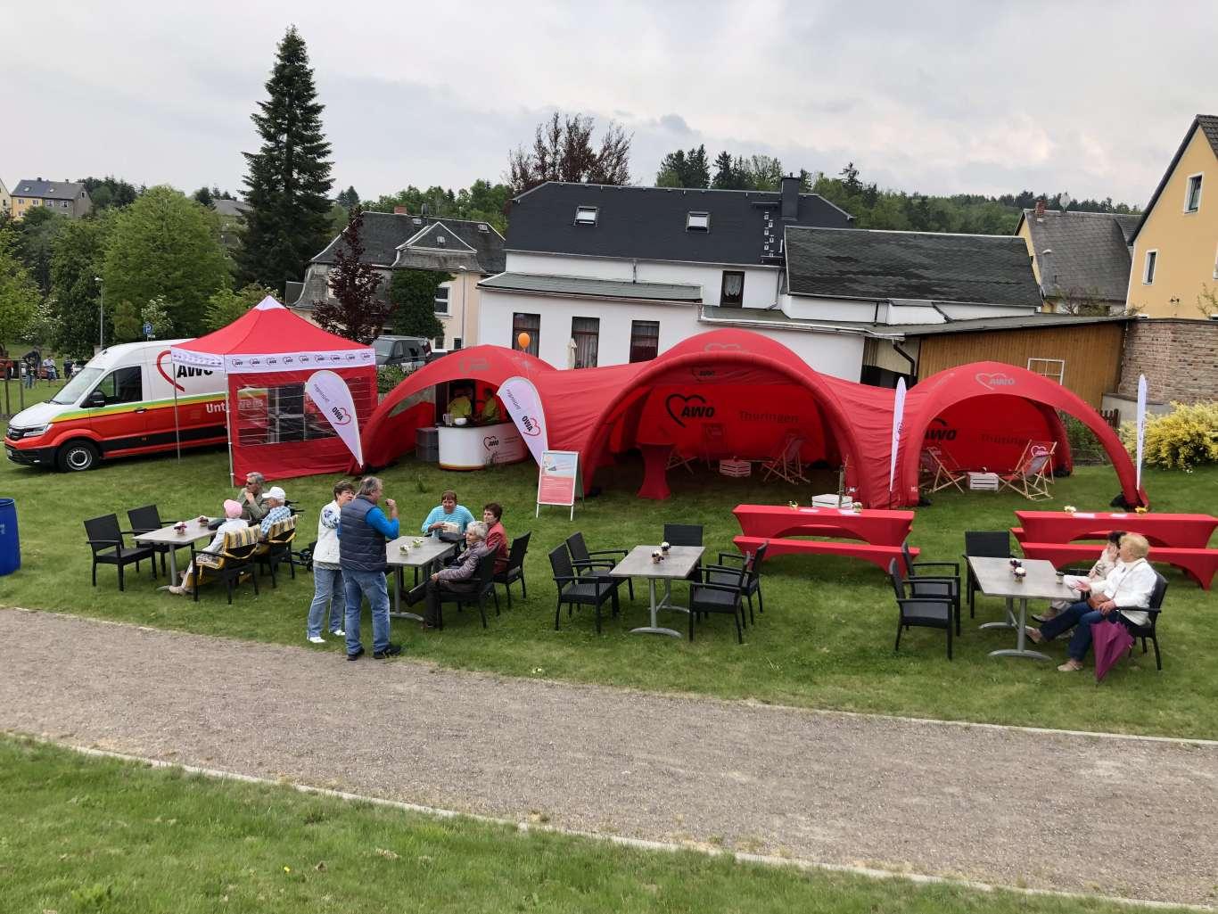 Zu den Veranstaltungen wurde ganz bürgernah Kaffee und Kuchen als Catering für alle interessierten Besucher gereicht. Für die Organisation zeigte sich spoon-projekt aus Erfurt verantwortlich.