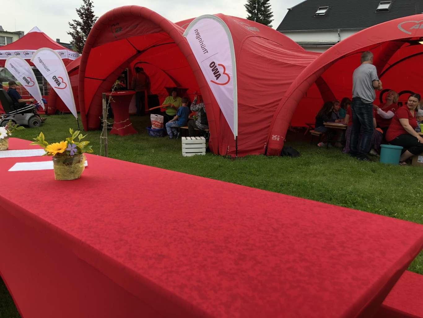 Zu den Veranstaltungen der AWO wurden verschiedene Zelte aufgebaut, die den Besuchern einen wetterunabhängigen Aufenhalt ermöglichten.